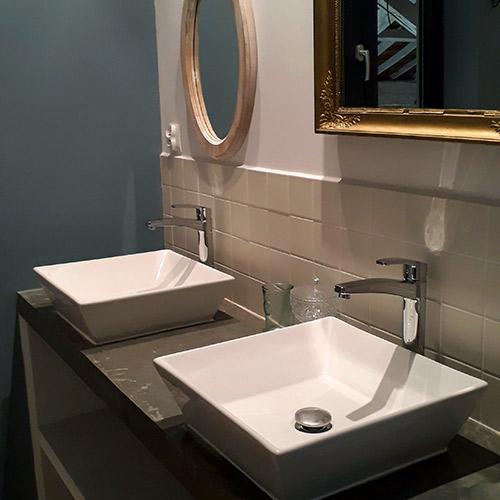 Salle de bain avec vasques